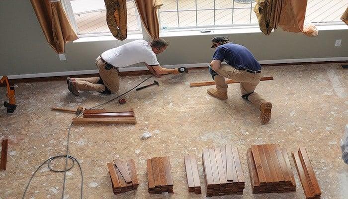 installing hardwood floor