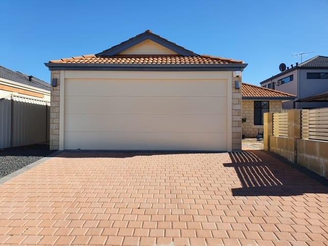 Sectional garage door Gryphon