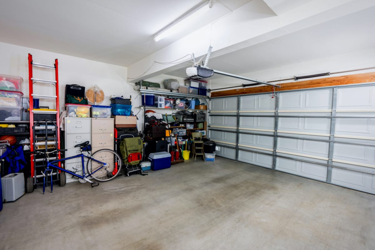 how-to-declutter-your-garage-image